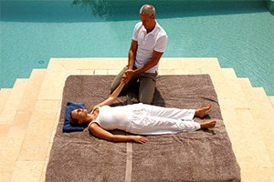 massage by the pool cannes, vallauris, mougins