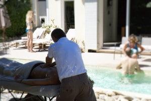 massage à la piscine pour anniversaire cannes